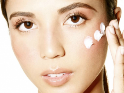 7 DRY SKIN HACKS TO TRY THIS WINTER